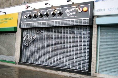 guitar-store-front-vitrine-uk